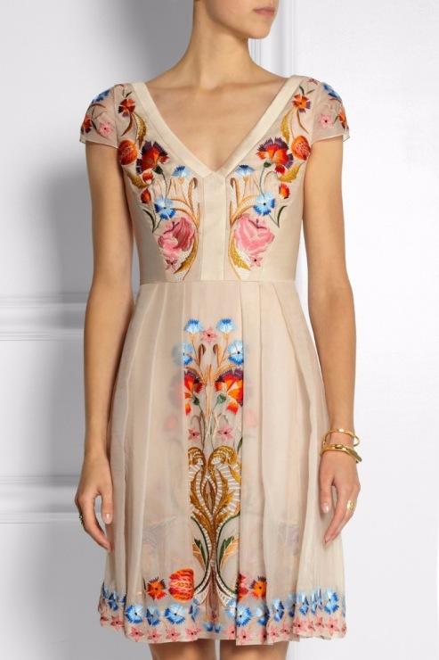 Шелк с вышивкой платья 186